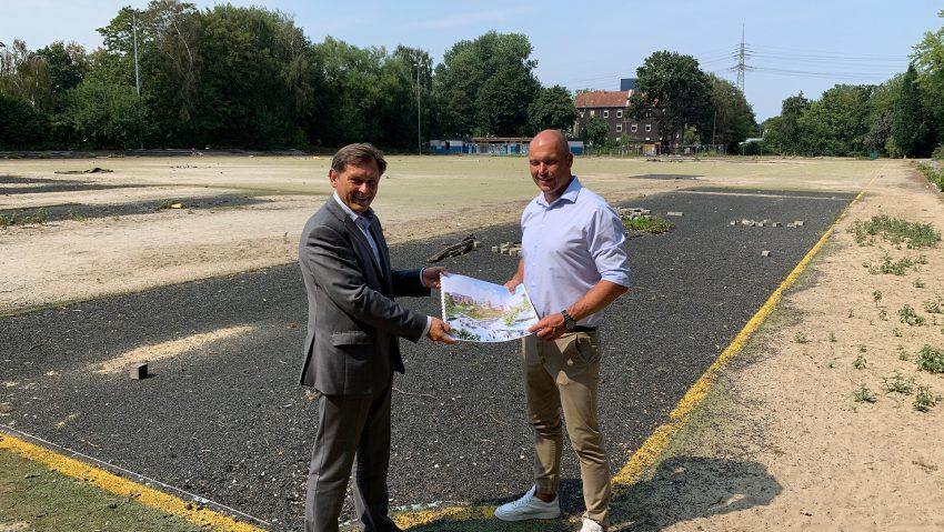 Weitere Einzelheiten zum Dienstleistungspark Schloss Strünkede vorgestellt am 11.8.2020, im Bild (v.li.) OB Frank Dudda und Michael Garstka, Geschäftsführer der List AG.