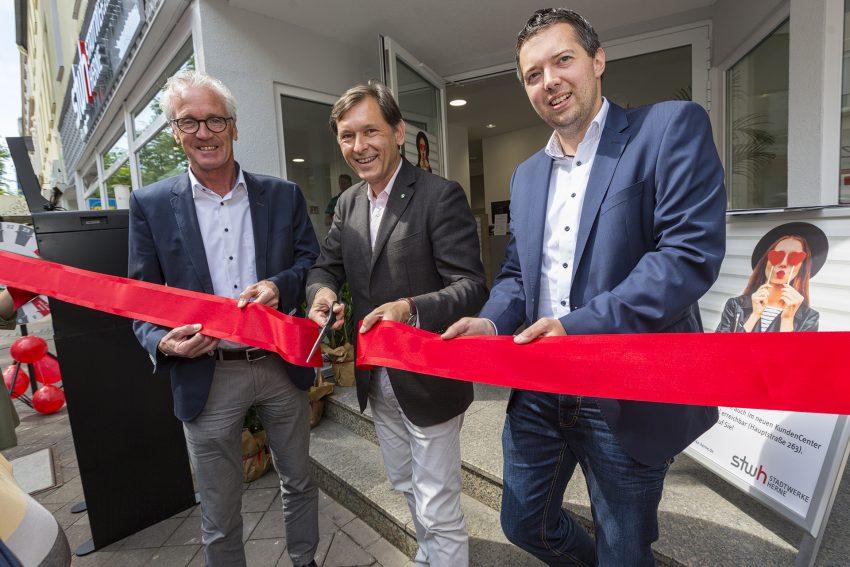 Kundencenter in Wanne ist eröffnet: v.l. Dr. Jürgen Bock, OB Dr. Frank Dudda, Dominik Lasarz.