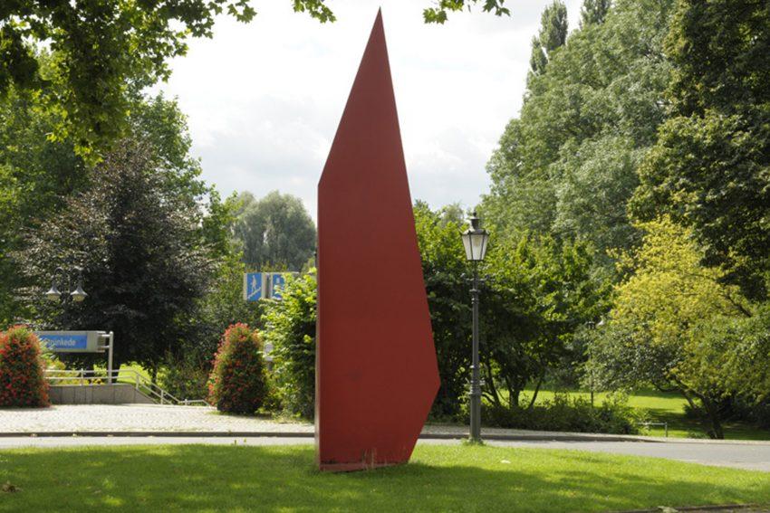 Kunst im öffentlichen Raum. Die Cube Cracks- Reihe von HD Schrader, verbindet den Strünkeder Schlosspark mit den Flottmannhallen.