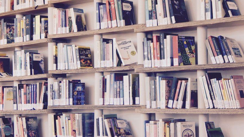 Bücherei Bibliothek Bücher Symbolbild