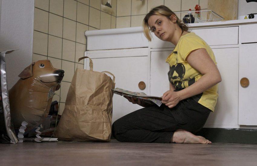 """""""Arbeiterinnen"""" im Schauspiel Essen erzählt über drei Generationen hinweg von der Erfahrung eines sozialen Abstiegs, der mit dem Verlust von Arbeit zusammenhängt."""