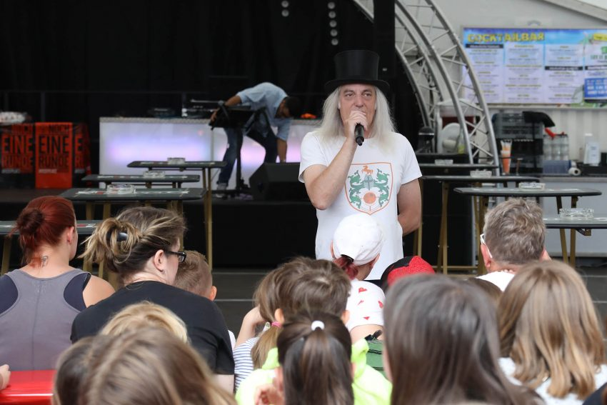Die Mondritterschaft um Graf Hotte hatten für den ersten Kirmessonntag 2019 rund 150 Kinder samt Betreuer eingeladen.