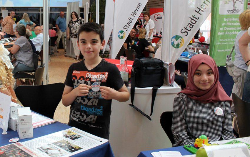 v.l. Musab und Hafsa Nazik.