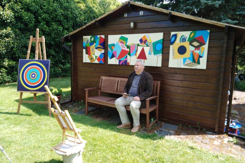 Schöne Wörter tummeln sich im Garten von Jörg Lippmeyer. im Bild: Prof. Dr. Volker Eichener, der die Begrüßungsrede halten sollte.