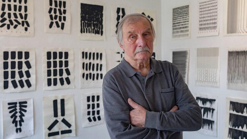 Verschiedene Werke aus dem Leben vom Künstler Helmut Bettenhausen werden in der städtischen Galerie gezeigt.