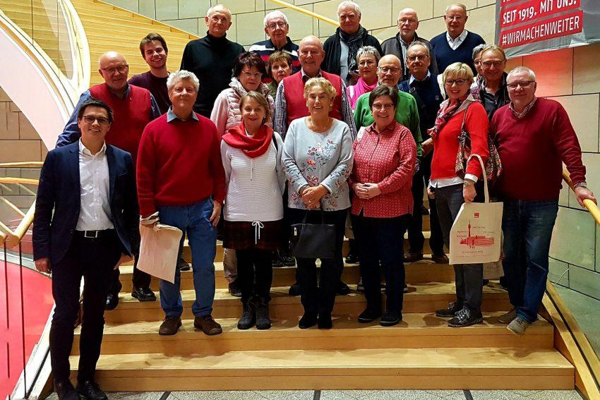 Mitglieder des Sportvereins GEA Happel im Landtag mit Alexander Vogt.