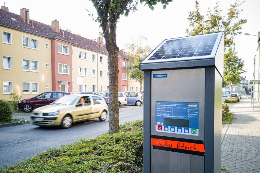 Parkscheinautomat an der Altenhöfener Straße in Herne (NW) am Mittwoch (02.09.2020). Rund um das Marienhospital wird ab November eine Parkraumbewirtschaftung eingeführt. Das Konzept sieht vor, dass auf den öffentlichen Parkplätzen entlang der Straßen gebührenpflichtiges Parken vorgeschrieben ist. Anwohner können Parkausweise beantragen.