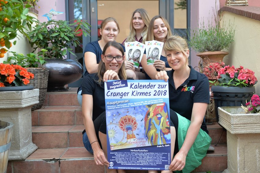 im Bild vorne: Lisa Stahlschmidt und Ines Lork (Die Arche), hinten: Vanessa Kloos, Karina Schäl, Janina Kuciewski (Leo-Club-Wanne-Eickel).