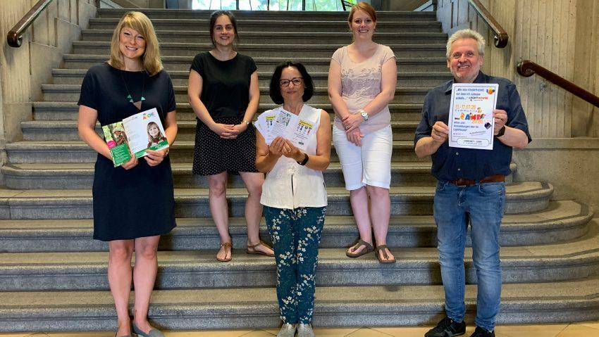 Stellten das Ferienprogramm 2020 vor: (v.li.) Ines Lork (Arche), Damla Tiryakioglu (Falken), Marion Heuer (Fachbereich Kinder Jugend Familie), Rebecca Göke (Dekanat Emschertal) und Friedhelm Libuschewski (Vorsitzender Stadtjugendring).