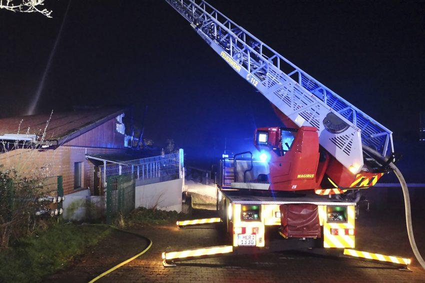 Löscharbeiten - Großbrand Schweinemastbetrieb am 18.3.2020
