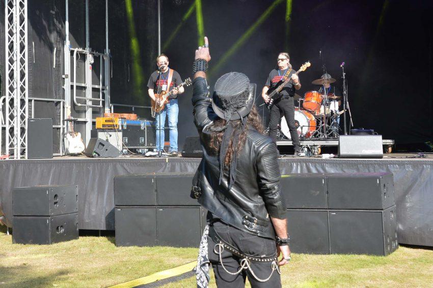 13 Bands standen beim 34. Spektakulum am Stennert Anfang September 2021 auf der Bühne. im Bild: Guntram Leuchtkäfer Bluesband.