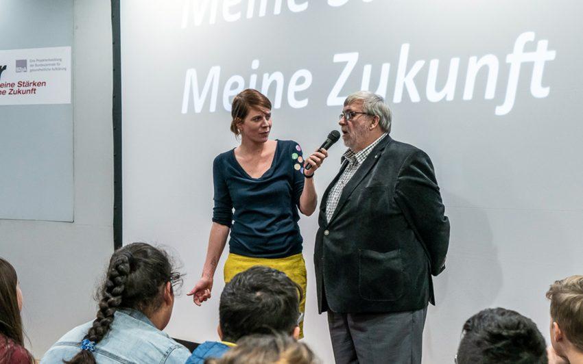 v.l. Moderatorin Svenja Kormann (Komm auf Tour), Bürgermeister Erich Leichner.