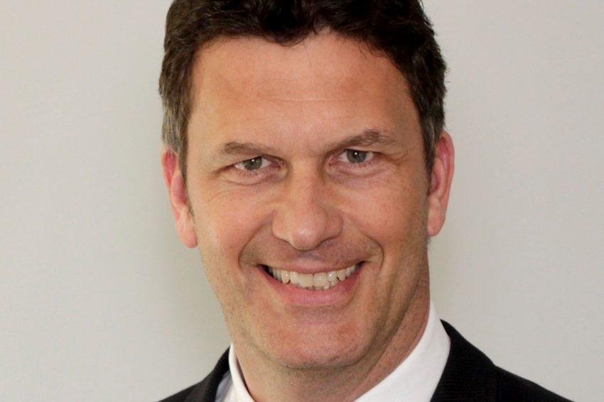 AOK-Serviceregionsleiter Jörg Kock hat gute Nachrichten für AOK-Versicherte: Der Zusatzbeitrag bleibt stabil bei 0,9 Prozent.
