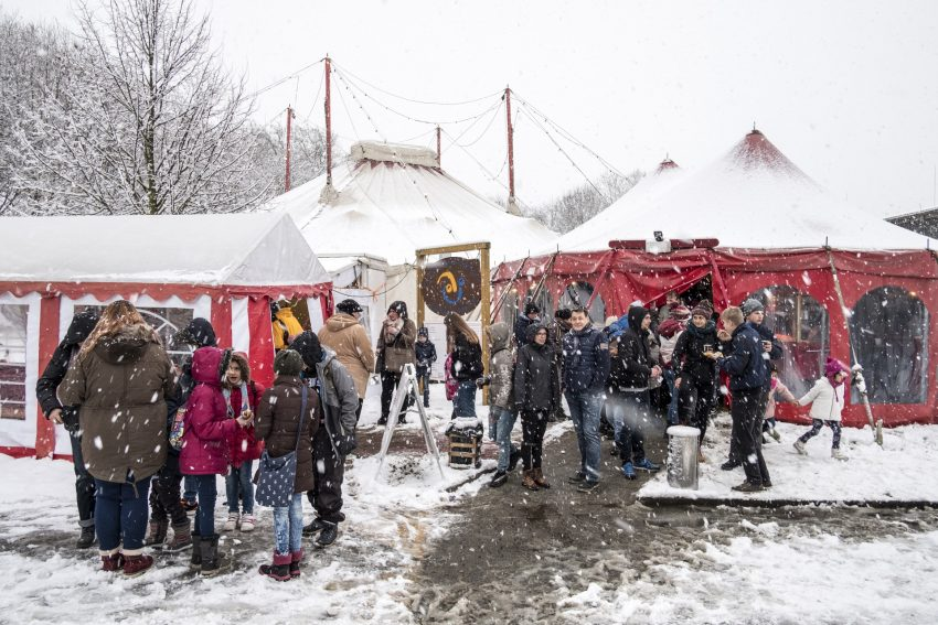 Weihnachtsvorstellung des Circus Schnick Schnack.
