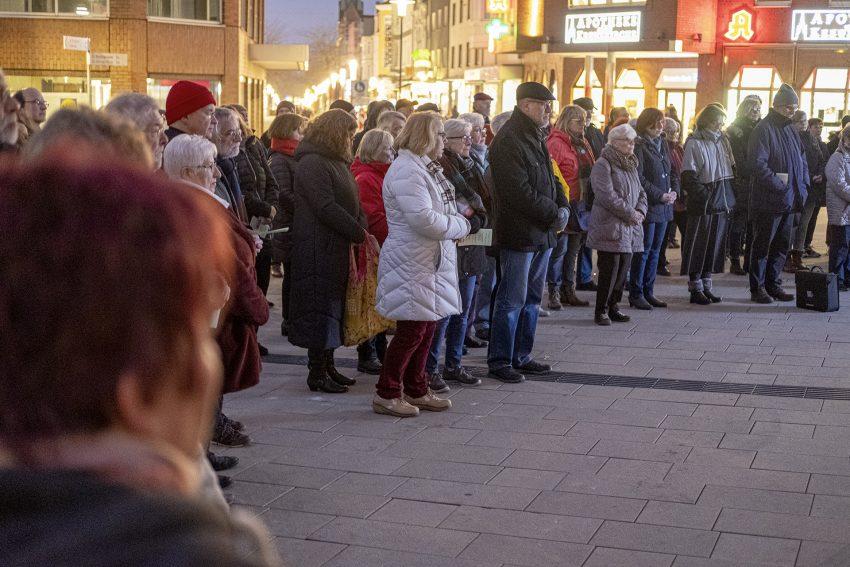Protest gegen den erneuten Aufmarsch von Rechtsextremen in Herne (NW), am Dienstag (06.02.2020). Im Bild: ökumenischer Friedensgottesdienst vor der Kreuzkirche.Foto: Stefan Kuhn