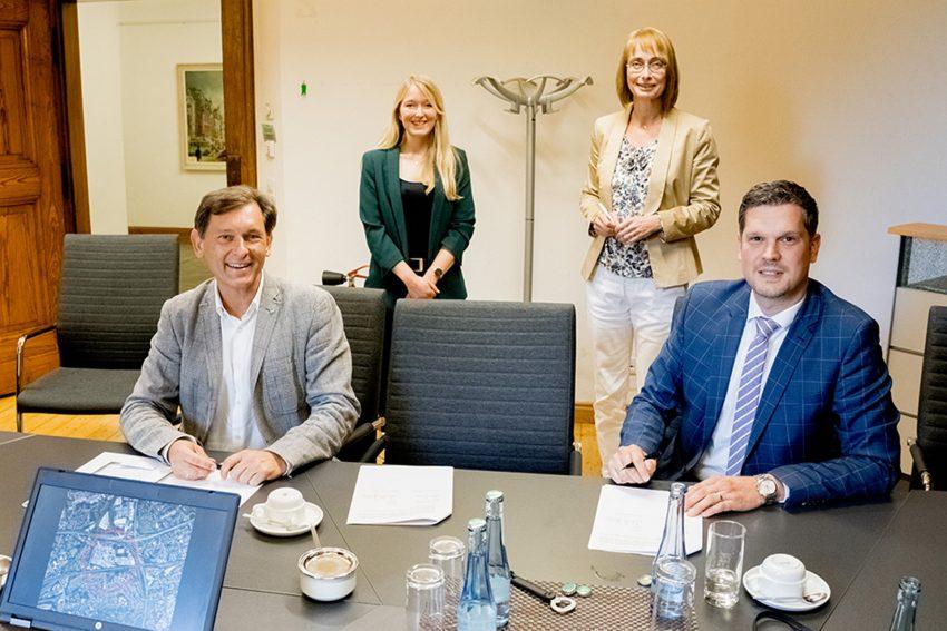 v.l. OB Dudda, Sarah Westhoff (FB Umwelt/Stadtplanung), Ulrike Holtel und Henk Brockmeyer (beide BahnflächenEntwicklungsGesellschaft NRW)