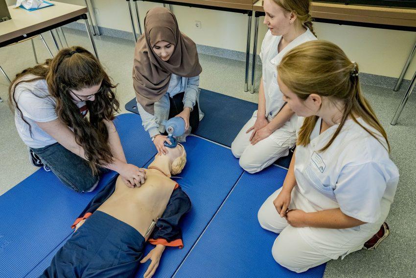 Krankenpflegeschüler.
