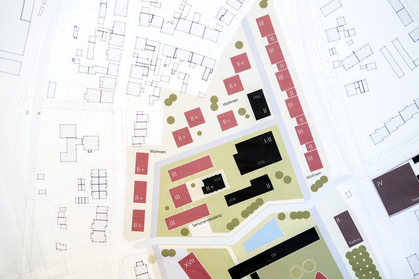 Vorstellung des Masterplans zur künftigen Gestaltung des Shamrockparks der Fakt AG an der Brunnenstraße in Herne (NW), am Mittwoch (12.12.2018). Das Essener Unternehmen von Dr. Hubert Schulte-Kemper hat das Gelände mit der früheren Hauptverwaltung der Deutschen Steinkohle AG erworben. Nördlich der Brunnenststraße - auf dem früheren Mitarbeiterparkplatz (im Bild) - sollen ein Seniorenheim und eine Wohnbebauung entstehen. Auf dem eigentlichen DSK-Gelände sollen zwei Bürohochhäuser errichtet werden.