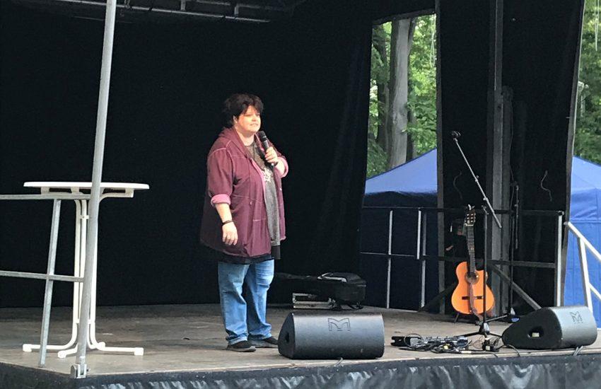 Ingrid Kühne unterhielt das Publikum auf der Bühne.