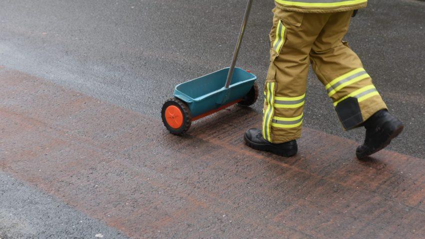 Feuerwehr Einsatz am Südpool wegen eines Ölteppichs.
