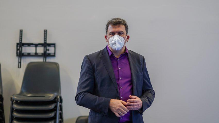 Das Impfzentrum in der Sporthalle am Gysenberg wurde vorgestellt, im Bild Dr. Martin Krause, Geschäftsführer DRK Herne.