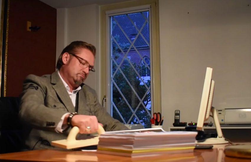 Dirk Gerlach in dem Video 'Nicht systemrelevat'.
