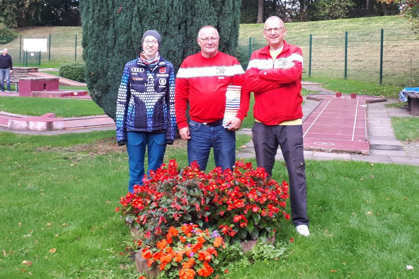 v.l. Lea Reitemeier (3.), Vereinpokalsieger 2019 Joachim Garden, Herbert Otto (2.).