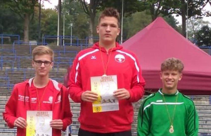 Nicklas Droege beim Herbst-Meeting des TSV Hagen 1860: Sieg im Speerwurf und Kugelstoßen.