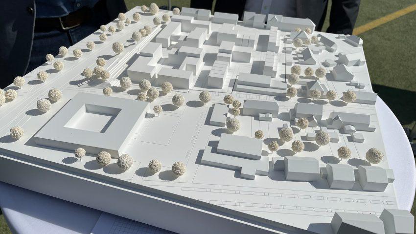Stillgelegter Kunstrasenplatz an der Reichsstraße wird für Wohnbebauung umgewandelt.