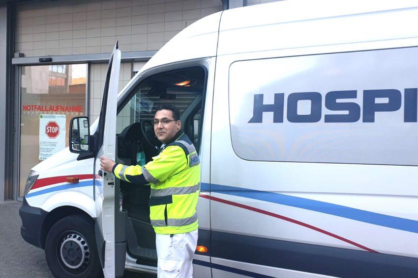 Ezeddin Alabdou: Syrischer Fahrer bei HospiTrans näht Mundschutze.