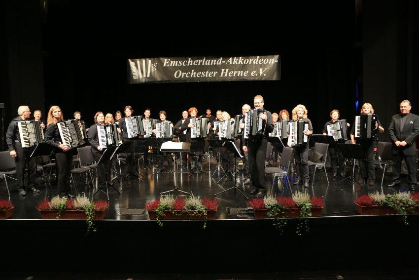 Das Emscherland-Akkordeon-Orchester gastiert im Kuz.