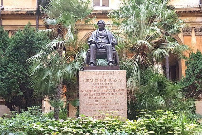 Gioachino Antonio Rossini, dem italienischen Komponisten widmete seine Geburtsstadt Pesaro in den Marken ein Denkmal. Er gilt als einer der bedeutendsten Opernkomponisten des Belcanto.