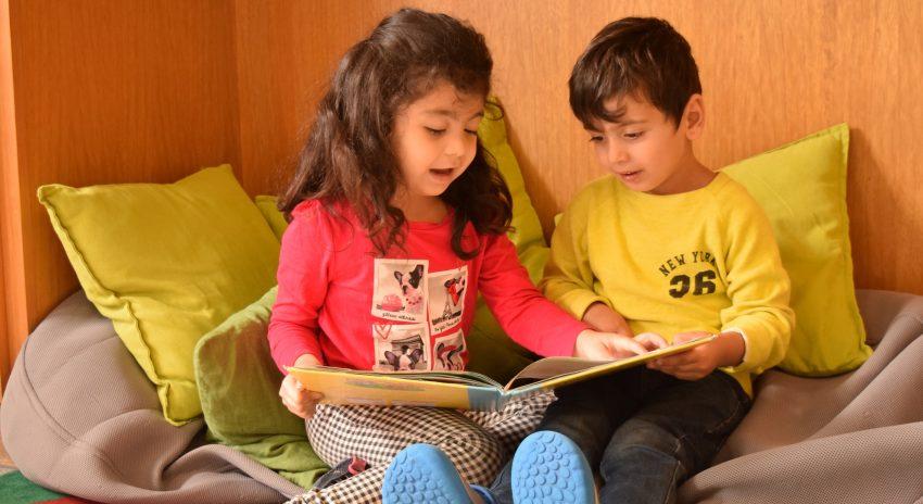 Lesende Kinder von PlanB.