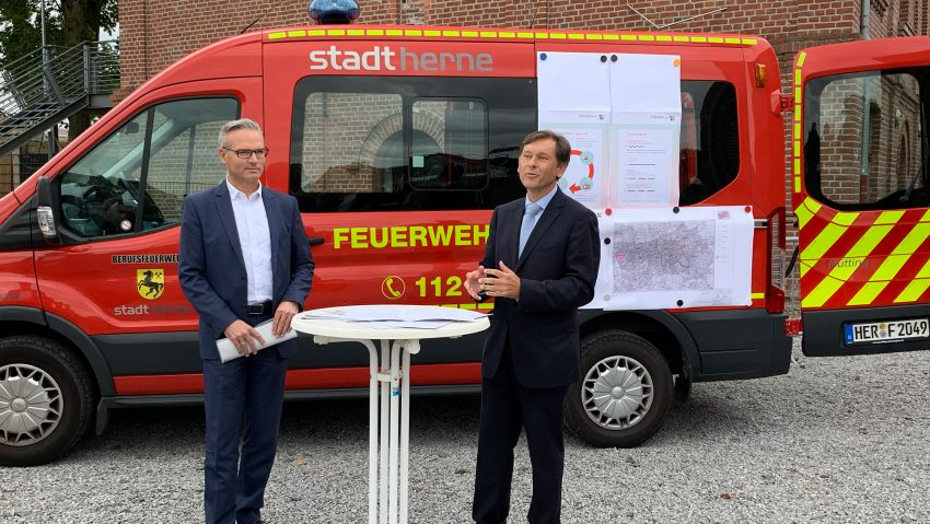 Warn-Sirene an der Künstlerzeche Unser Fritz, im Bild (v.li.) Dezernent Dr. Frank Burbulla und Oberbürgermeister Dr. Frank Dudda.