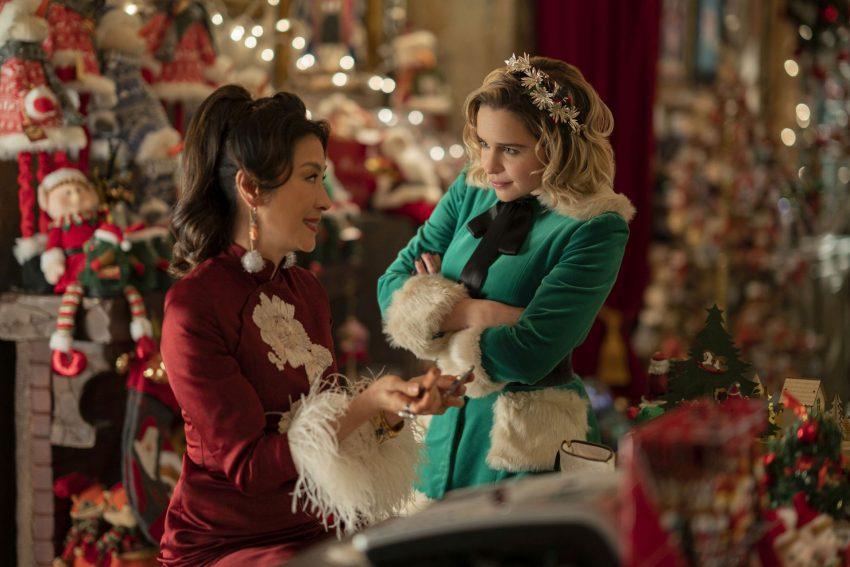 Im Weihnachtskitsch: Michelle Yeoh und Emilia Clarke.