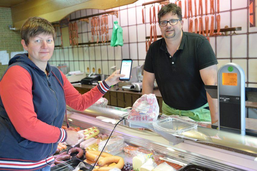 Lebensmittelretterin Katlen Kaluza bei der Fleischerei Löken.