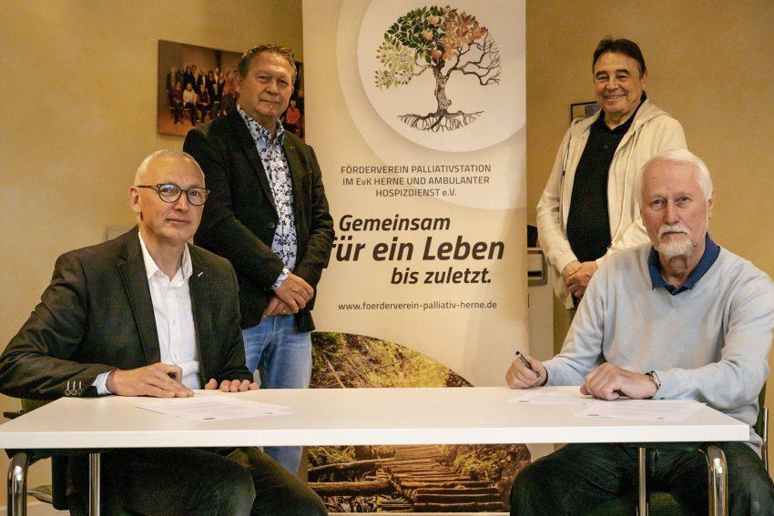 v.l. Pfarrer Frank Obenlüneschloß, Karl-Heinz Abraham, Werner Karnik und Dr. Rolf Lücke.
