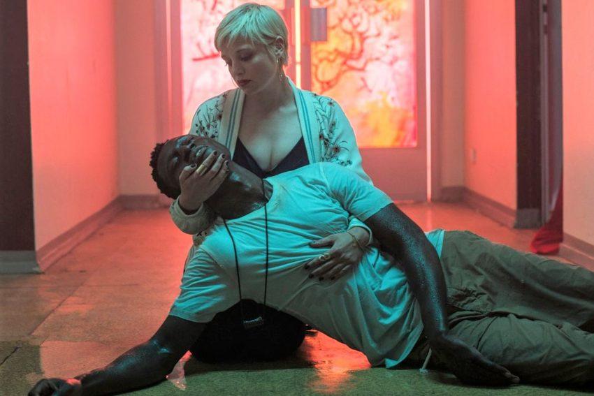 """Jella Haase (Mieze) und Welket Bungué (Francis) in """"Berlin Alexanderplatz""""."""