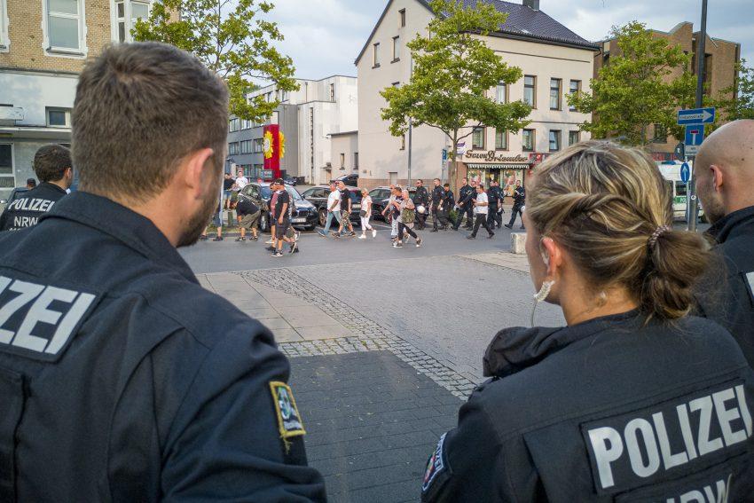 Aufmarsch 'besorgter Bürger' unter Polizeibegleitung in der nördlichen Innenstadt von Herne (NW), am Dienstag (27.08.2019). Zu den Teilnehmern zählten diesmal die