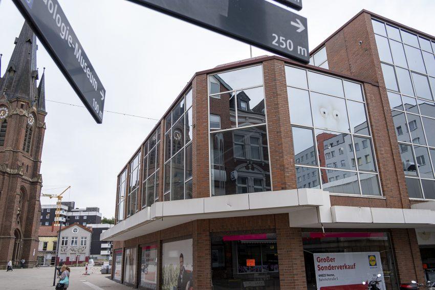 Das leerstehende Adler-Gebäude an der Bahnhofstraße in Herne (NW), am Mittwoch (10.07.2019). Es wird bis Ende des Jahres abgerissen und durch einen Neubau ersetzt.