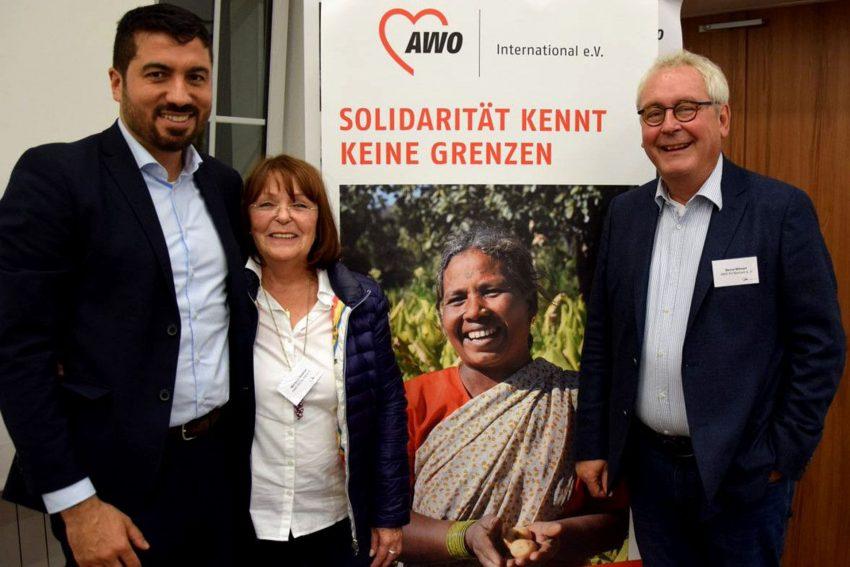 Die Delegation der AWO Ruhr-Mitte bei AWO International in Berlin: Serdar Yüksel (li.), Marietta Gawron aus Herne und Bernd Wilmert aus Bochum.
