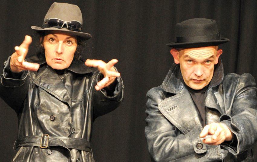 Theater Traumbaum/FreierVogel sind Birgit Iserloh und Ralf Lambrecht. Im Bild eine Szene aus Cybermobb - ins Netz gegangen.