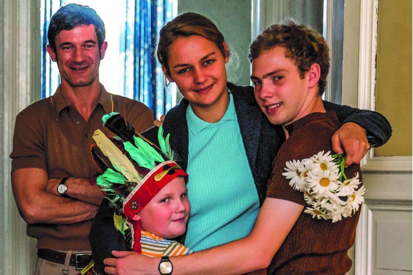 Familie Kerkeling mit Sönke Möhring (l.) als Vater Heinz.