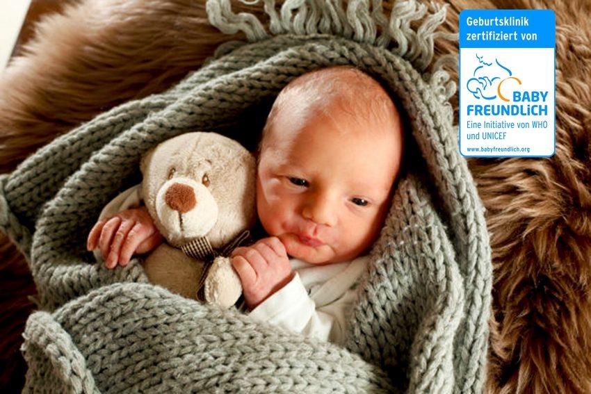 """Die Klinik für Frauenheilkunde und Geburtshilfe am St. Anna Hospital Herne wurde als """"Babyfreundliche Geburtsklinik"""" rezertifiziert."""