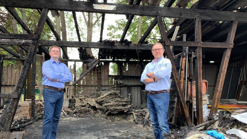 Wollen gestärkt in die Zukunft gehen: (v.li.) Peter und Martin Diekmann vom Dachdeckerbetrieb.