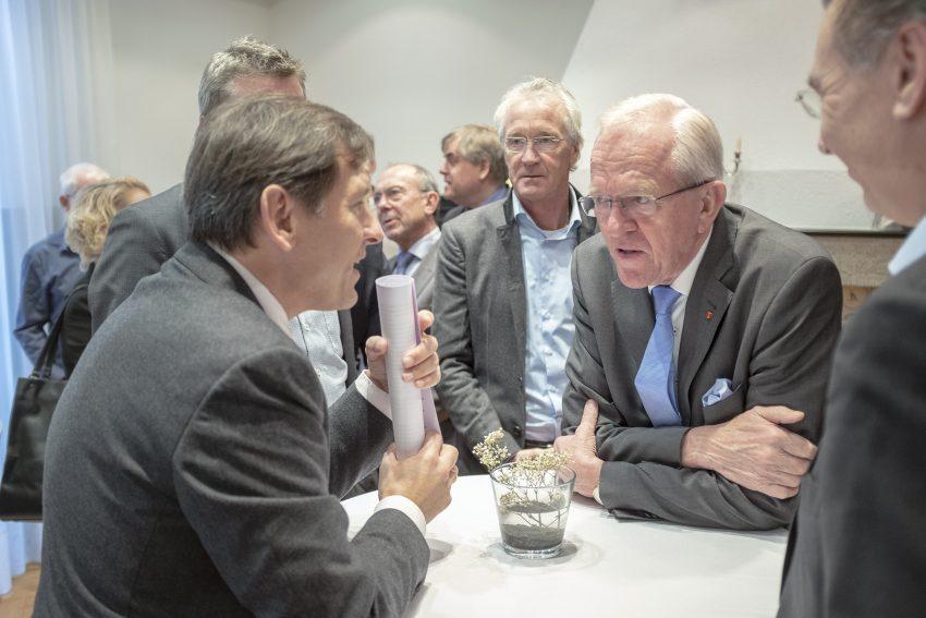 Vorstellung des Masterplans zur künftigen Gestaltung des Shamrockparks der Fakt AG an der Brunnenstraße in Herne (NW), am Mittwoch (12.12.2018). Das Essener Unternehmen von Dr. Hubert Schulte-Kemper (im Bild 2. v.r. ) hat das Gelände mit der früheren Hauptverwaltung der Deutschen Steinkohle AG erworben. Nördlich der Brunnenststraße - auf dem früheren Mitarbeiterparkplatz - sollen ein Seniorenheim und eine Wohnbebauung entstehen. Auf dem eigentlichen DSK-Gelände sollen zwei Bürohochhäuser errichtet werden.