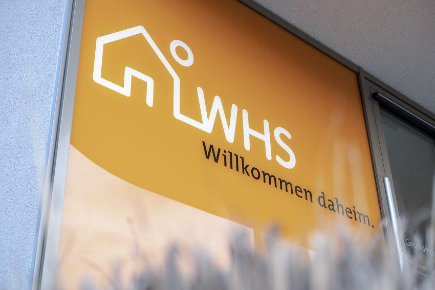 Logo der Wohnungsgenossenschaft Herne-Süd eG (WHS) an der Geschäftsstelle in der Siepenstraße in Herne (NW), am Mittwoch (20.02.2019).