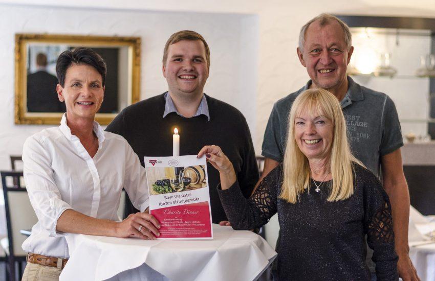 v.l. Simone Weiß (Vorsitzende des CVJM Herne), Holger Spies (Jugendreferent und Geschäftsführer des CVJM Herne), Eheleute Kroll (Elsässer Stube)