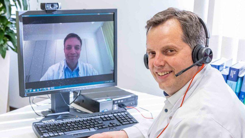 Prof. Dr. Sven Schiermeier (r.), Direktor des Zentrum für Frauenheilkunde und Geburtshilfe der St. Elisabeth Gruppe und sein Kollege Valentin Menke (l.), Chefarzt der Klinik für Frauenheilkunde und Geburtshilfe des St. Anna Hospital Herne, begrüßten zahlreiche interessierte Mediziner zum digitalen Austausch.