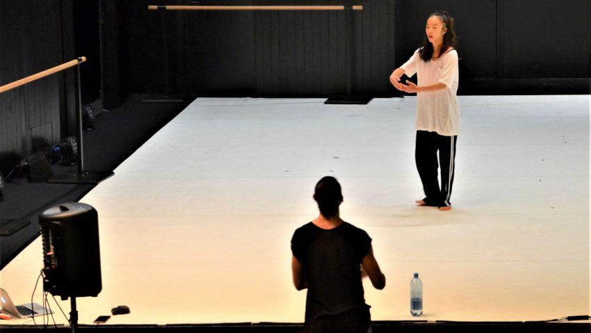 """Alessio Monforte (vorn) bei den Proben zu """"Audience of One"""" mit Eunij Yang."""